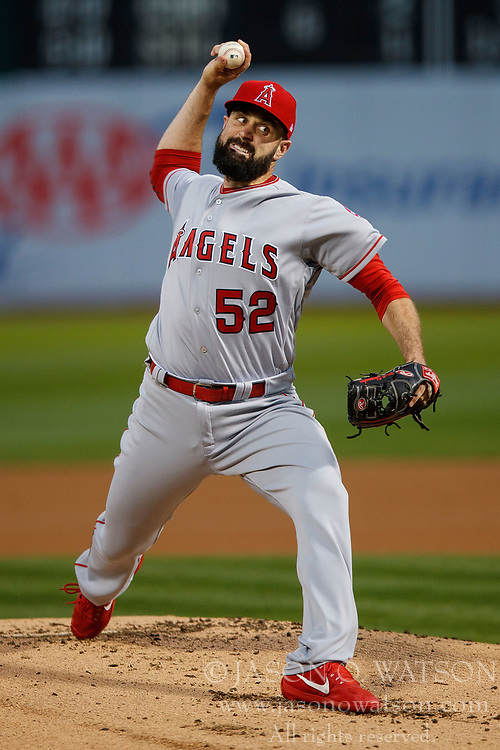 OAKLAND, CA - APRIL 04:  Matt Shoemaker #52 of the Los Angeles Angels of Anaheim pitches against the Oakland Athletics during the first inning at the Oakland Coliseum on April 4, 2017 in Oakland, California. (Photo by Jason O. Watson/Getty Images) *** Local Caption *** Matt Shoemaker