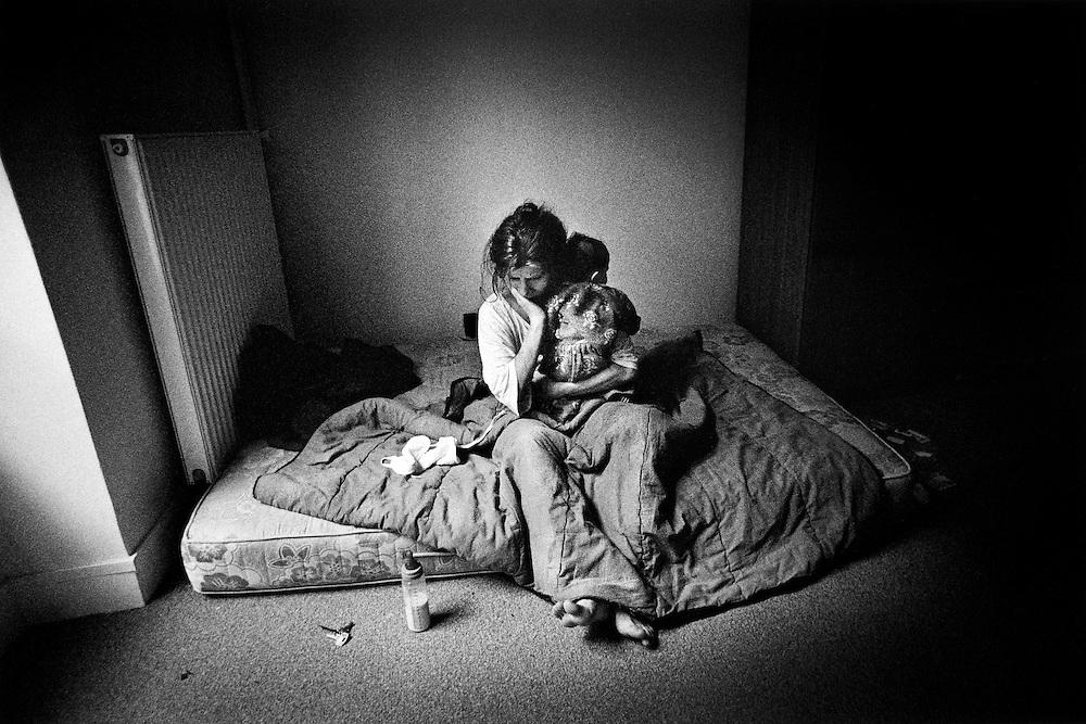 Paris, octobre 1996. Nathalie et sa fille, premier reveil dans un appartement a leur nom.