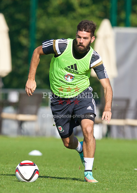 NEWPORT, WALES - Tuesday, October 7, 2014: Wales' Joe Ledley during training at Dragon Park National Football Development Centre ahead of the UEFA Euro 2016 qualifying match against Bosnia and Herzegovina. (Pic by David Rawcliffe/Propaganda)