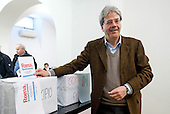 Paolo Gentiloni votes for PD primary