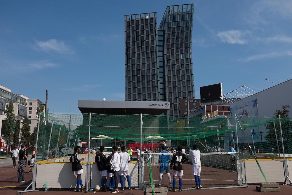 Die Deutsche Nationalmannschaft im Stra&szlig;enfu&szlig;ball der Wohnunglosen in der Vorbereitung auf den Homeless Worldcup in Amsterdam.<br /> Verschiedene Mannschaften der Hamburger &quot;Liga Sporziale&quot;