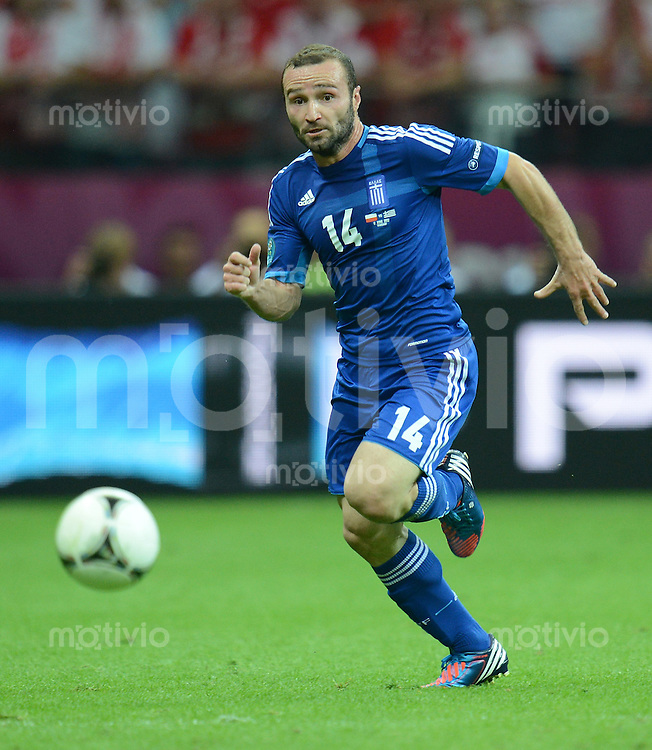 FUSSBALL  EUROPAMEISTERSCHAFT 2012   VORRUNDE Polen - Griechenland      08.06.2012 Dimitris Salpingidis (Griechenland) Einzelaktion am Ball