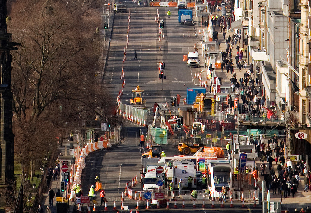 Road workers start on the new £512 million Tram project on Edinburgh's  Princess Street  which will last until November 2009.  ..22/02/09 Michael Hughes/Maverick