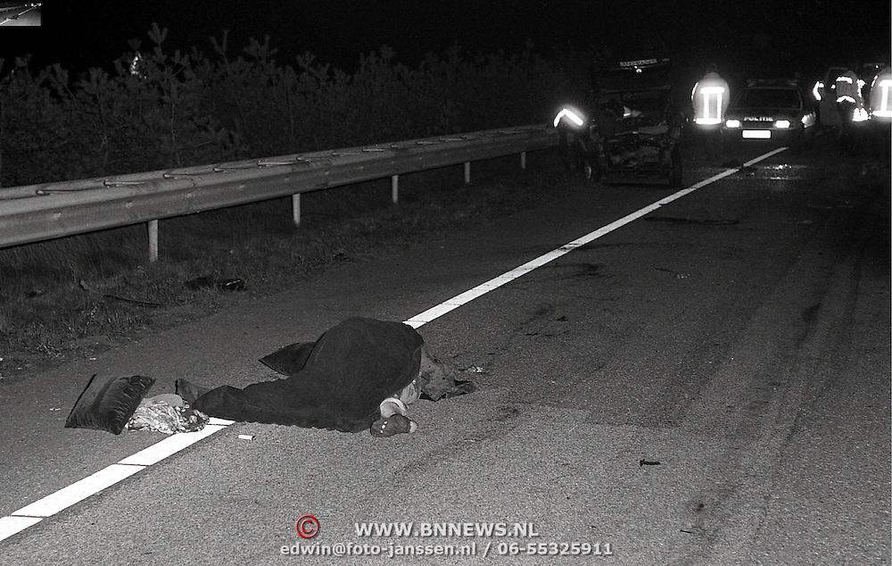 NLD/Hilversum/19921224 - Dodelijk ongeval op kerstavond 1992 A27 bij Hilversum
