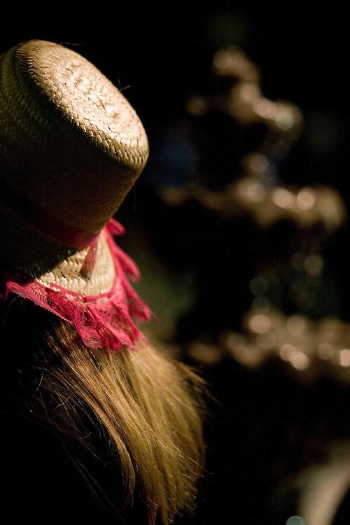 Belo Horizonte_MG, Brasil...Mulher com um chapeu de palha em uma festa junina...A woman with a panama hat in a June party...Foto: VICTOR SCHWANER / NITRO