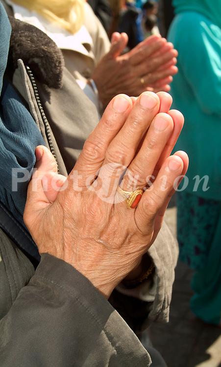 Sikh worshippers UK