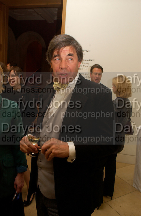 Rupert Grey, Gerald Scarfe exhibition and book launch, National Portrait Gallery, 29 September 2003.© Copyright Photograph by Dafydd Jones 66 Stockwell Park Rd. London SW9 0DA Tel 020 7733 0108 www.dafjones.com