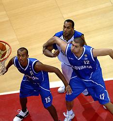 06-09-2006 BASKETBAL: NEDERLAND - SLOWAKIJE: GRONINGEN<br /> De basketballers hebben ook de tweede wedstrijd in de kwalificatiereeks voor het Europees kampioenschap in winst omgezet. In Groningen werd een overwinning geboekt op Slowakije: 71-63 / Angelo Flanders en David Toya (15) en Ondrej Soska<br /> ©2006-WWW.FOTOHOOGENDOORN.NL