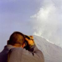 Amecameca, Méx.- Centenares de periodistas se han dado cita en la zona del volcan popocatepetl realizando tomas de las exhalaciones de ceniza y vapor de agua que ha arrojado durante las ultimas horas  despúes de la erupción que presentó por la madrugada. Agencia MVT / Mario Vázquez de la Torre.