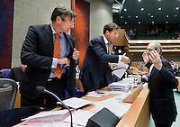 Nederland. Den Haag, 27 oktober 2010.<br /> De Tweede Kamer debatteert over de regeringsverklaring van het kabinet Rutte.<br /> Job Cohen bij Mark Rutte en Maxime Verhagen tijdens een schorsing , vak K. oppositie. PvdA<br /> Kabinet Rutte, regeringsverklaring, tweede kamer, politiek, democratie. regeerakkoord, gedoogsteun, minderheidskabinet, eerste kabinet Rutte, Rutte1, Rutte I, debat, parlement<br /> Foto Martijn Beekman
