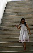 Brumadinho_MG, Brasil...Crianca na escada do Centro de Arte Contemporanea Inhotim (CACI)...The girl on the stairway in Inhotim Contemporary Art Center (CACI)...Foto: BRUNO MAGALHAES / NITRO..