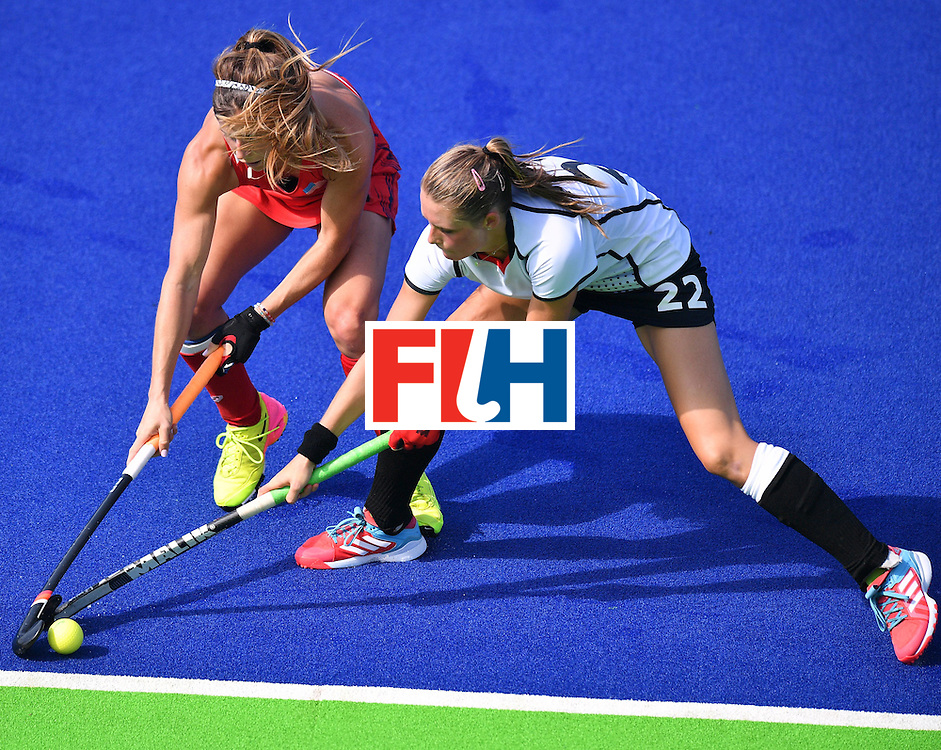 The USA's Katie Reinprecht (L) vies with Germany's Cecile Pieper during the women's quarterfinal field hockey USA vs Germany match of the Rio 2016 Olympics Games at the Olympic Hockey Centre in Rio de Janeiro on August 15, 2016. / AFP / Carl DE SOUZA        (Photo credit should read CARL DE SOUZA/AFP/Getty Images)