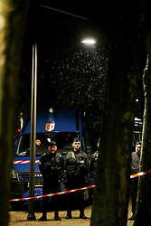 04.04.2016, Fanzone, Bordeaux, FRA, UEFA Euro, Fanzonen Sicherheitsübung, im Bild Sicherheitsübung von Spezial Einsatzkräften nach einem angenommen Selbstmord Anschlag auf die Fanzone // a terrorist attack mock exercise around Bordeaux' s Euro 2016 fan zone during a training as part of the security measures set for the upcoming European football championships Fanzone in Bordeaux, France on 2016/04/04. EXPA Pictures © 2016, PhotoCredit: EXPA/ Pressesports/ ROMAIN<br /> <br /> *****ATTENTION - for AUT, SLO, CRO, SRB, BIH, MAZ, POL only*****