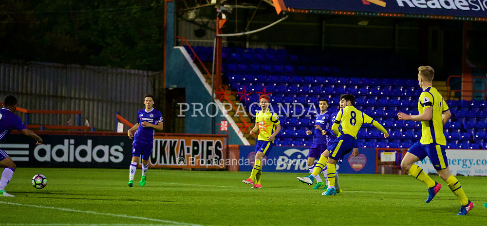 ALDERSHOT, ENGLAND - Friday, April 21, 2017: Everton's Liam Walsh scores the second goal against Chelsea during FA Premier League 2 Division 1 Under-23 match at the Recreation Ground. (Pic by David Rawcliffe/Propaganda)