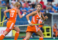 BOOM - Eva de Goede tijdens de eerste poule wedstrijd van Oranje tijdens het Europees Kampioenschap hockey   tussen de vrouwen Nederland en Ierland (6-0). links Caia van Maasakker. ANP KOEN SUYK