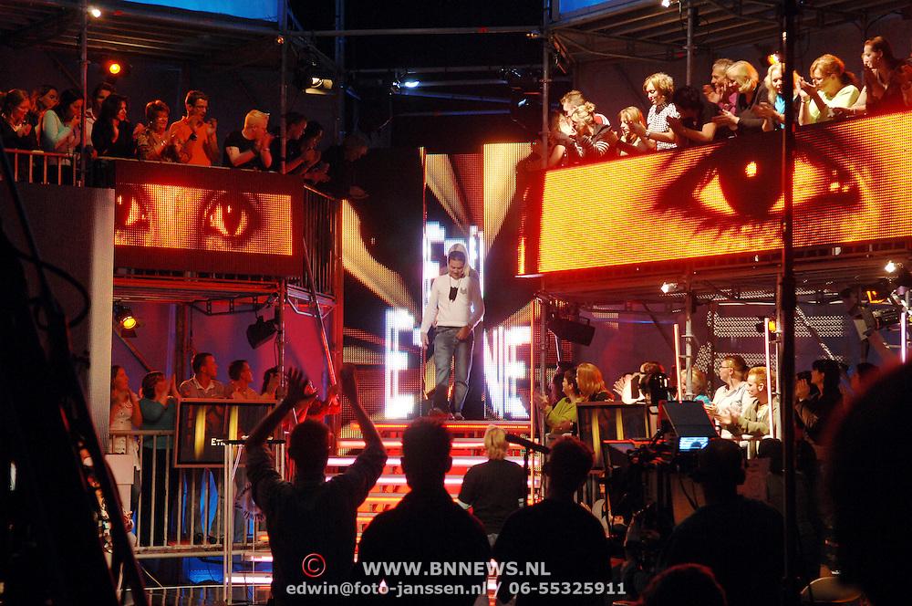 NLD/Aalsmeer/20061016 - Big Brother 2006, Ettiene verlaat het huis