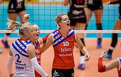 02-10-2016 NED: Supercup VC Sneek - Eurosped, Doetinchem<br /> Eurosped wint de Supercup door Sneek met 3-0 te verslaan / Klaske Sikkes #10 of Sneek, Roos van Wijnen #11 of Sneek