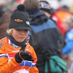 Sanne van Paassen pinkt een traantje weg na een moeilijke periode in het seizoen