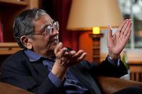 31 MAY 2010, BERLIN/GERMANY:<br /> Jagdish Natwarlal Bhagwati, indischer Oekonom und Professor fuer Politik und Wirtschaft an der Columbia University, waehrend einem Interview, Bibiothek der American Academy<br /> IMAGE: 20100531-02-025<br /> KEYWORDS: Jagdish Bhagwati, Ökonom