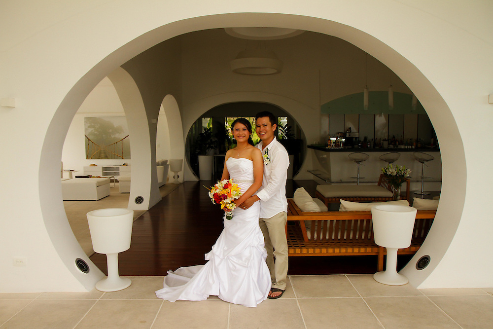 The Suu Hotels in Manuel Antonio makes an elegant backdrop for this handsome couple. A quick drive from the beach makes for some great tropical wedding photos
