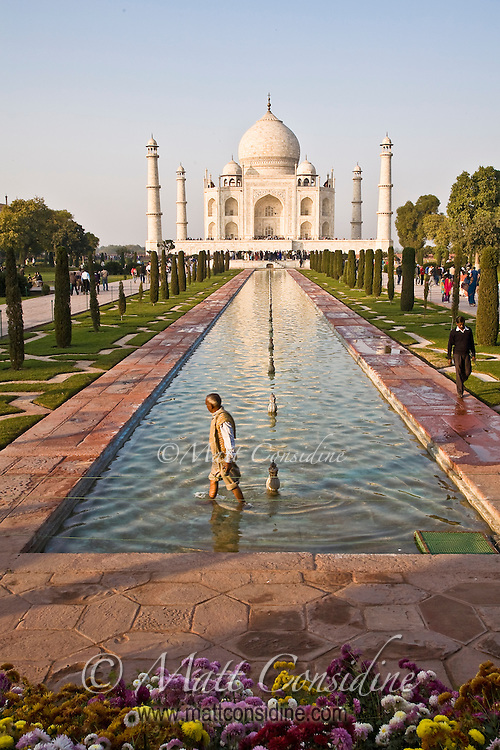 Worker repairing fountains in the pool of Taj Mahal.<br /> (Photo by Matt Considine - Images of Asia Collection)