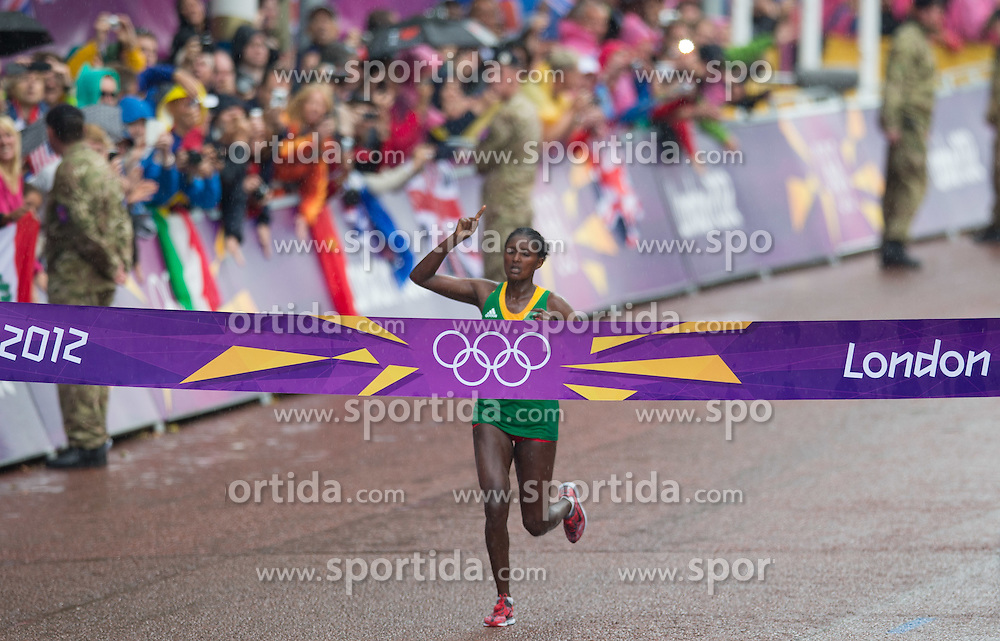 05.08.2012, Olympia Stadion, London, GBR, Olympia 2012, Marathon, Damen, im Bild Tiki Gelana (ETH, Gold Medaille) // gold medal Tiki Gelana (ETH) during Women Marathon at the 2012 Summer Olympics at Olympic Stadium, London, United Kingdom on 2012/08/05. EXPA Pictures © 2012, PhotoCredit: EXPA/ Johann Groder
