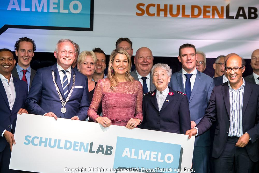 Koningin Maxima is bij de lancering van Schuldenlab Almelo. Dit initiatief zet zich lokaal in om kwetsbare groepen schuldenzorgvrij te maken.<br /> <br /> Queen Maxima is at the launch of Schuldenlab Almelo. This initiative is committed locally to making vulnerable groups debt-free.