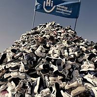 Handicap International: 24eme pyramide de chaussures