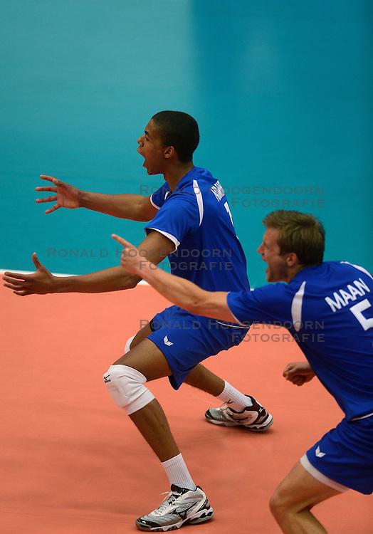 17-05-2013 VOLLEYBAL: BELGIE - NEDERLAND: KORTRIJK<br /> Nederland wint de eerste oefenwedstrijd met 3-0 van Belgie / Nimir Abdelaziz <br /> &copy;2013-FotoHoogendoorn.nl