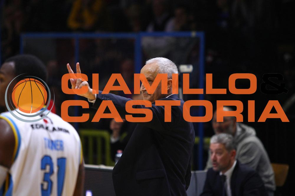 DESCRIZIONE : Cremona Lega A 2015-2016 Vanoli Cremona Grissin Bon Reggio Emilia<br /> GIOCATORE : Cesare Pancotto Coach<br /> SQUADRA : Vanoli Cremona<br /> EVENTO : Campionato Lega A 2015-2016<br /> GARA : Vanoli Cremona  Grissin Bon Reggio Emilia<br /> DATA : 07/11/2015<br /> CATEGORIA : Coach<br /> SPORT : Pallacanestro<br /> AUTORE : Agenzia Ciamillo-Castoria/F.Zovadelli<br /> GALLERIA : Lega Basket A 2015-2016<br /> FOTONOTIZIA : Cremona Campionato Italiano Lega A 2015-16  Vanoli Cremona Grissin Bon Reggio Emilia<br /> PREDEFINITA : <br /> F Zovadelli/Ciamillo