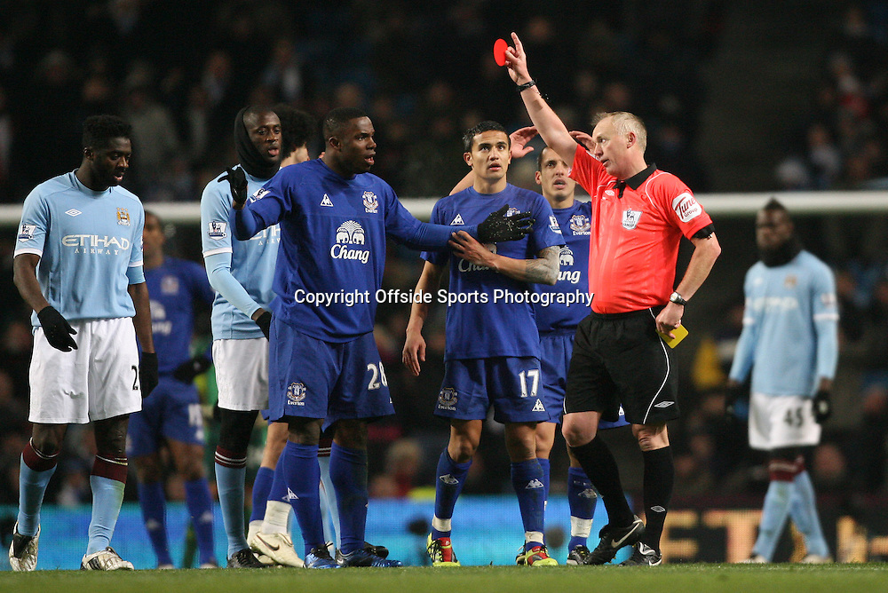 20/12/2010 - Barclays Premier League - Manchester City vs. Everton - Referee Peter Walton shows the red card and sends off Victor Anichebe of Everton - Photo: Simon Stacpoole / Offside.