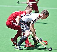 MELBOURNE -  Duel tussen de Duitser Moritz Polk (r) en Tom Boon van Belgie tijdens de wedstrijd om de vijfde plaats  tussen de mannen van Belgie en Duitsland (5-4 GG) bij de Champions Trophy hockey in Melbourne. ANP KOEN SUYK