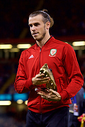 CARDIFF, WALES - Thursday, October 11, 2018: Wales' Gareth Bale is presented with a golden boot for becoming the men's record goal-scorer during the International Friendly match between Wales and Spain at the Principality Stadium. (Pic by Lewis Mitchell/Propaganda)