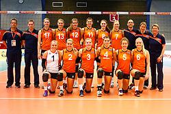 20140425 NED: Jong Oranje Vrouwen - Montenegro, Arnhem <br /> Team The Netherlands, bovenste rij Gido Vermeulen, Matt van Wezel, Eline Timmerman (17), Nike Daalderop (13), Tessa Polder (12), Juliet Lohuis (11), Romee Polman (8), Daphne Knijff (7), Eelco Beijl, Janneke E. Den Butter, Saskia van Hintum, onderste rij Janieke Popma (1), Ilse Janssen (2), Charlotte Haar (3), Britt Bongaerts (4), Lynn Braakhuis (5), Marrit Jasper (6) The Netherlands<br /> ©2014-FotoHoogendoorn.nl / Pim Waslander