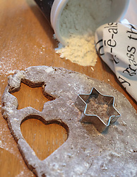 THEMENBILD - Lebkuchenteig mit Herz- und Sternausstecher, aufgenommen am 03. Dezember 2017, Kaprun, Österreich // Gingerbread dough with heart and star cookie cutter on 2017/12/03, Kaprun, Austria. EXPA Pictures © 2017, PhotoCredit: EXPA/ Stefanie Oberhauser