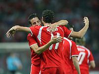 Fussball International Laenderspiel Schweiz 2-0 Costa Rica JUBEL SUI; Philipp Degen (li) umarmt Torschuetze Marco Streller