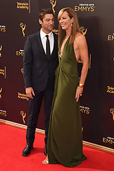 Allison Janney, Philip Joncas bei der Ankunft zur Verleihung der Creative Arts Emmy Awards in Los Angeles / 110916 <br /> <br /> *** Arrivals at the Creative Arts Emmy Awards in Los Angeles, September 11, 2016 ***