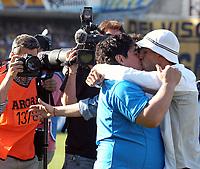 29/08/04 – BOCA JUNIORS (2) Vs. RACING (1) - Football - Bs.As. - Argentina. Fourth match of the Torneo Apertura 2004. <br />DIEGO MARADONA AND CARLOS TEVEZ (BOCA PLAYER) attended the match.<br />Here, MARADONA giving a kiss to TEVEZ.<br />©Argenpress.com