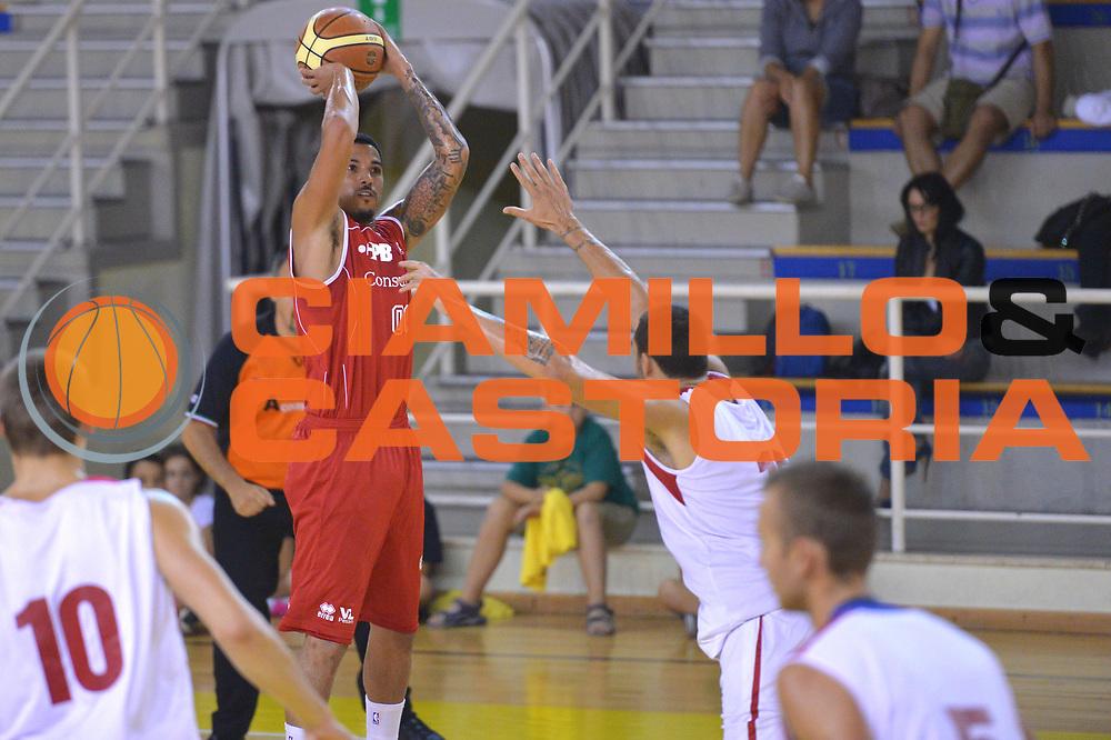 DESCRIZIONE : Viadana Trofeo del 50' esimo Lega A 2014-15 Mantova Pesaro<br /> GIOCATORE : Kendall Williams<br /> CATEGORIA : Tiro<br /> SQUADRA : Libertas Pesaro<br /> EVENTO :Torneo del 50'esimo<br /> GARA : Mantova vs  Pesaro<br /> DATA : 12/09/2014 <br /> SPORT : Pallacanestro <br /> AUTORE : Agenzia Ciamillo-Castoria/I.Mancini<br /> Galleria : Lega Basket A 2014-2015 Fotonotizia : Torneo del 50'esimo Lega A 2014-15 Mantova Pesaro <br /> Predefinita :