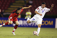 FOOTBALL - WORLD CUP 2006 - QUALIFYING ROUND - GROUP 7 - SERBIA MONTENEGRO v BELGIUM - 04/06/2005 - LUIGI PIERONI (BEL) / SIMON VUKCEVIC (SER) <br />