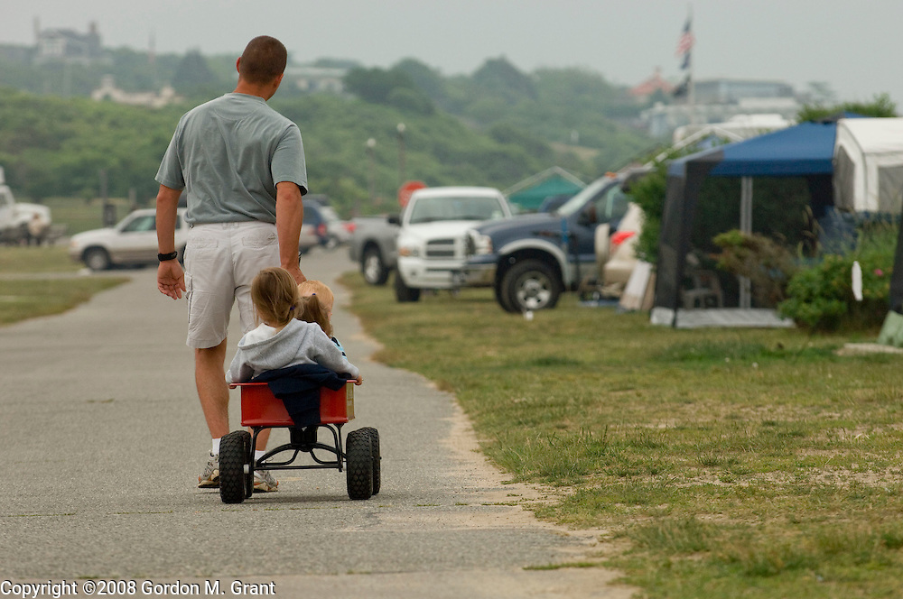 Montauk, NY - 6/26/08 - Michael DiBiasi pulls wagon with Killian O'Reilly, 2, and daughters Samantha, 2, and Megan, 4, near their campsite at Hither Hills State Park in Montauk, NY June 26, 2008.     (Photo by Gordon M. Grant)