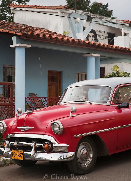 Classic car and Che mural, Vinales, Cuba