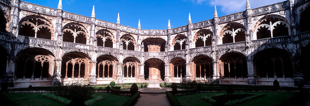 PORTUGAL, LISBON Mosteiro (Monastery) dos Jeronimos, 15thc, masterpiece of 'Manueline' architecture, spectacular cloister