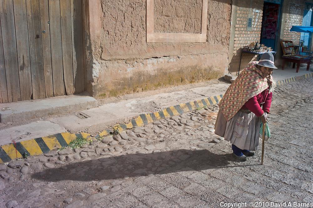 old indigenous woman, La Raya, Puno, P{eru