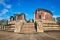 Sri Lanka, province du Centre-Nord, cité historique de Polonnaruwa, classée au Patrimoine Mondial de l'UNESCO, quadrilatere, terrasse de la dent, Vatadage, chambre des reliques // Sri Lanka, Ceylon, North Central Province, ancient city of Polonnaruwa, UNESCO World Heritage Site, quadrangle, Vatadage temple