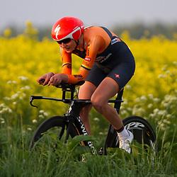 CYCLING 's-Heerenhoek: De eerste tijdrit voor vrouwen in het kader van de tijdritcompetitie werd verreden voorafgaand aan de omloop van Borsele.Katarzyna Pawslowska