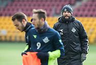 FODBOLD: Cheftræner Christian Lønstrup ser på under opvarmningen til kampen i ALKA Superligaen mellem FC Helsingør og SønderjyskE den 4. marts 2018 på Right to Dream Park i Farum. Foto: Claus Birch.