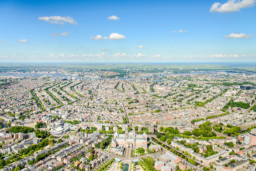 Nederland, Noord-Holland, Amsterdam, 01-08-2016; Overzicht Amsterdamse grachtengordel vanuit Amsterdam-Zuid richting Centraal Station en IJ. Amsterdam-Noord en Waterland aan de horizon. Midden onder Rijksmuseum en Museumplein.<br /> <br /> Overview Amsterdam with canals, in the direction of Central Station and banks of IJ. On the horizon Amsterdam-North and Waterland.<br /> luchtfoto (toeslag op standard tarieven);<br /> aerial photo (additional fee required);<br /> copyright foto/photo Siebe Swart