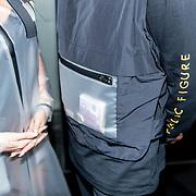 NLD/Amsterdam/20190228  - Lil Kleines kledinglijnlancering Jorik SS19, Lil kleine draag een doorzichtige zak met stapel euro biljetten er in