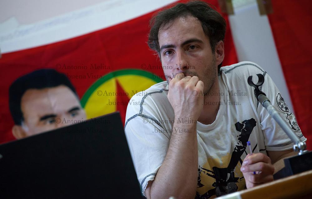 Davide Grasso, il foreign fighter italiano che ha combattuto in Siria con l'ISIS, durante l'intervento all'Università di Palermo.